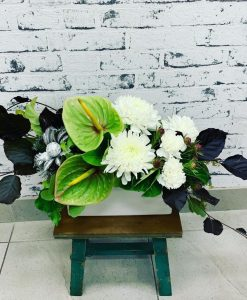 8 Lush Whites & Greens Table Centre
